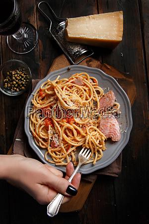 pasta with chunks of fresh tuna