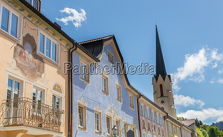 historic facades in garmisch partenkirchen bavaria