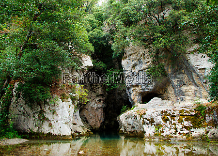 resurgence of sammaro river near roscigno