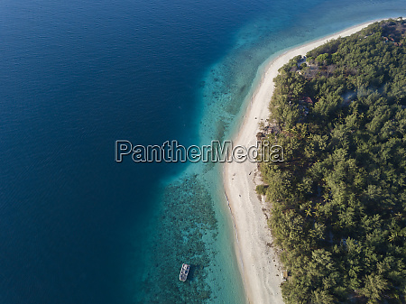 drone shot of gili meno island