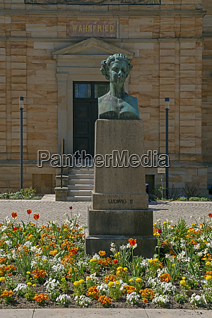 statue in front of wahnfried at