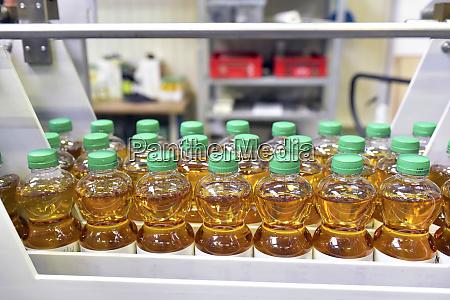 apple juice factory bottling apple juice