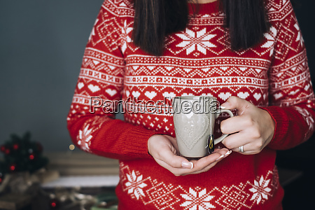 woman, holding, cup, of, tea, in - 28029498