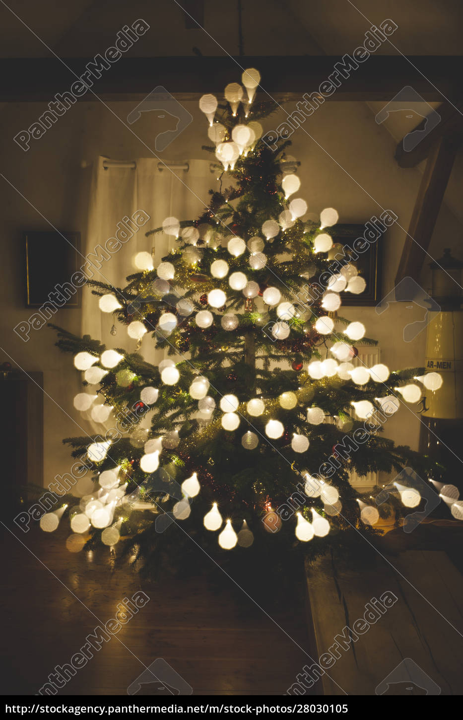 christmas, tree, with, baubles, made, of - 28030105