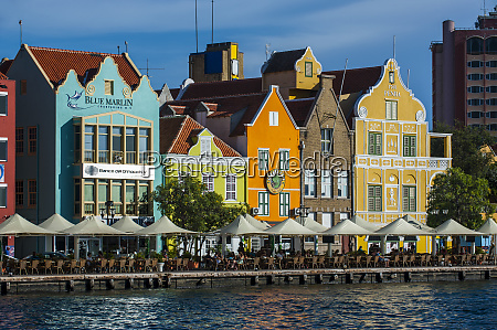 houses by sint annabaai in willemstad