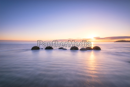 moeraki boulders at koekohe beach against
