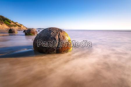 moeraki boulder at koekohe beach against