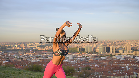 woman performing abdominal hypopressive exercises outdoors