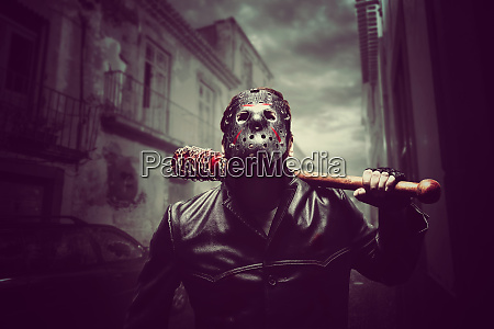 psycho man in hockey mask with