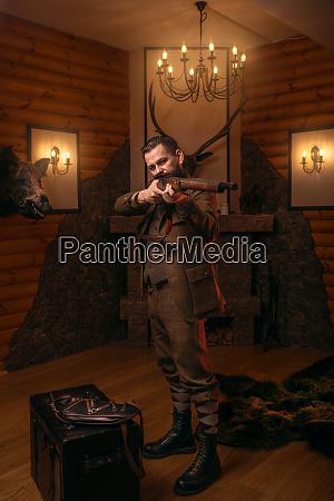 senior hunter aims of the antique