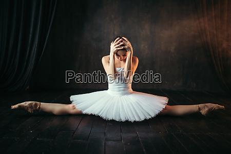 body flexibility of ballet performer stretching