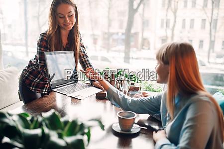business, presentation, on, laptop, in, cafe, - 28061435