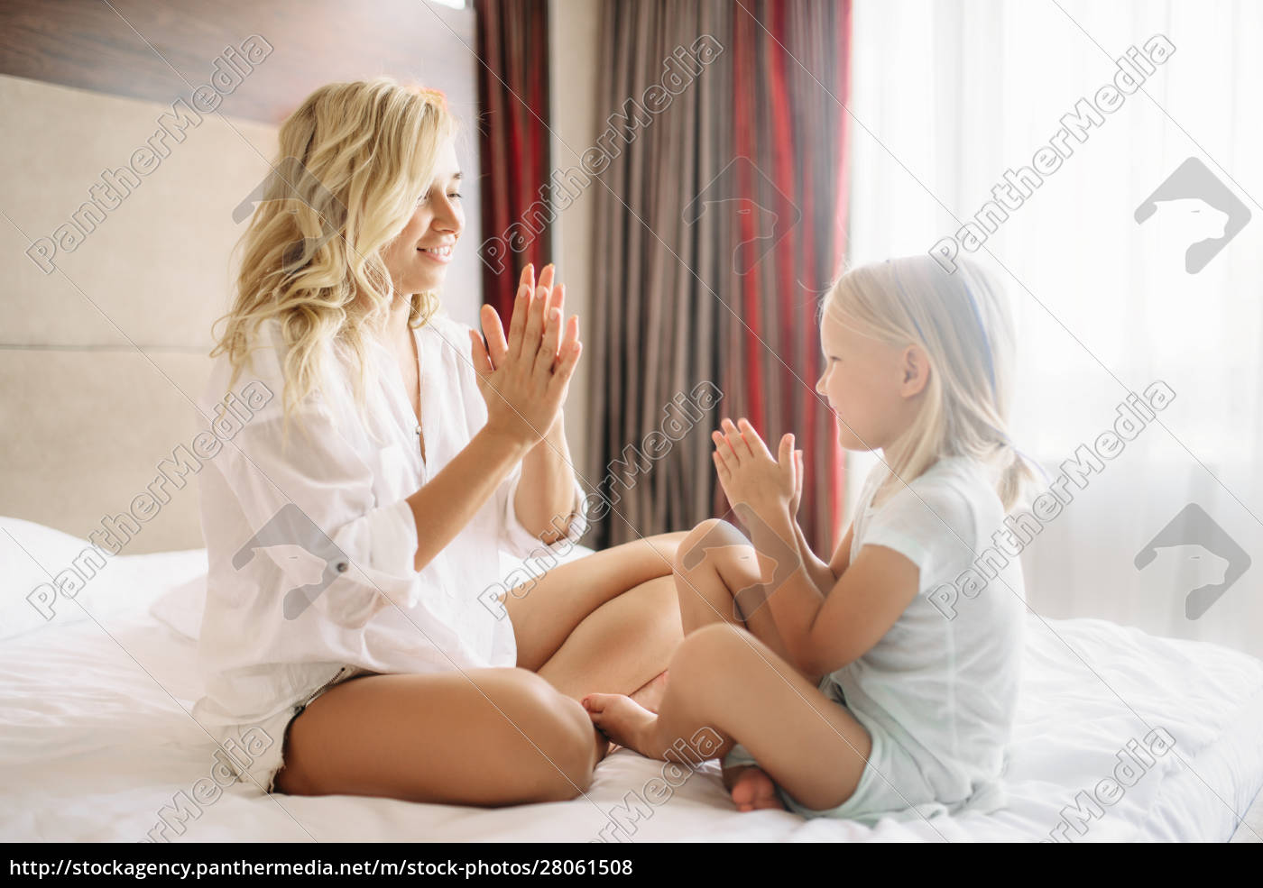 cheeful, mother, and, child, play, patty-cake - 28061508