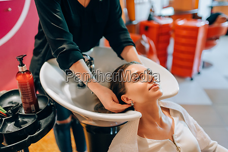 hairdresser, washes, customer, hair, in, basin - 28061894