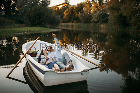 love, couple, lying, in, a, boat - 28061427