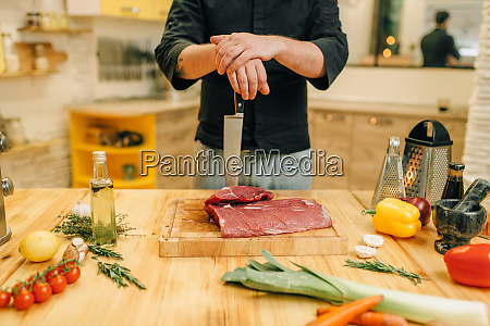 male, person, with, knife, and, piece - 28061848
