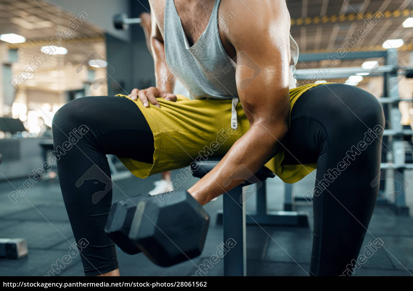 muscular, man, doing, exercise, with, heavy - 28061562