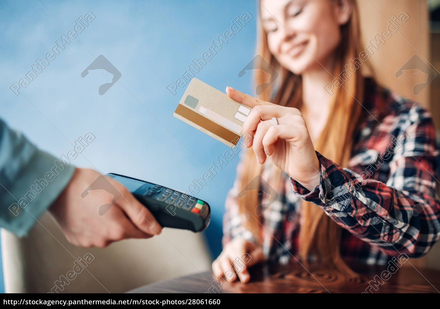 young, woman, paying, with, credit, card - 28061660