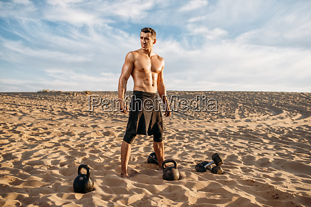 athlete, doing, exercise, with, dumbbells, in - 28062493