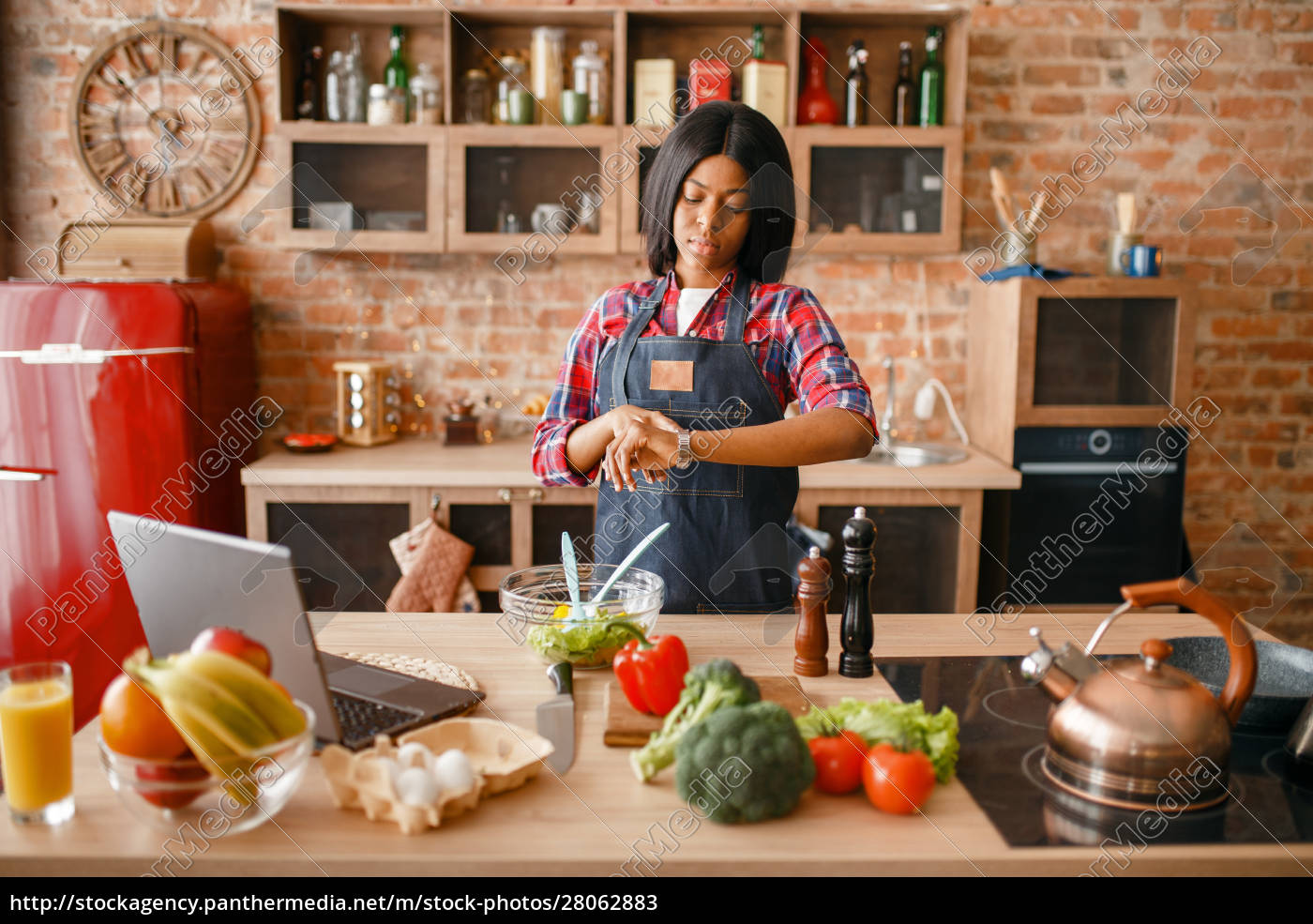 black, woman, in, apron, cooking, healthy - 28062883