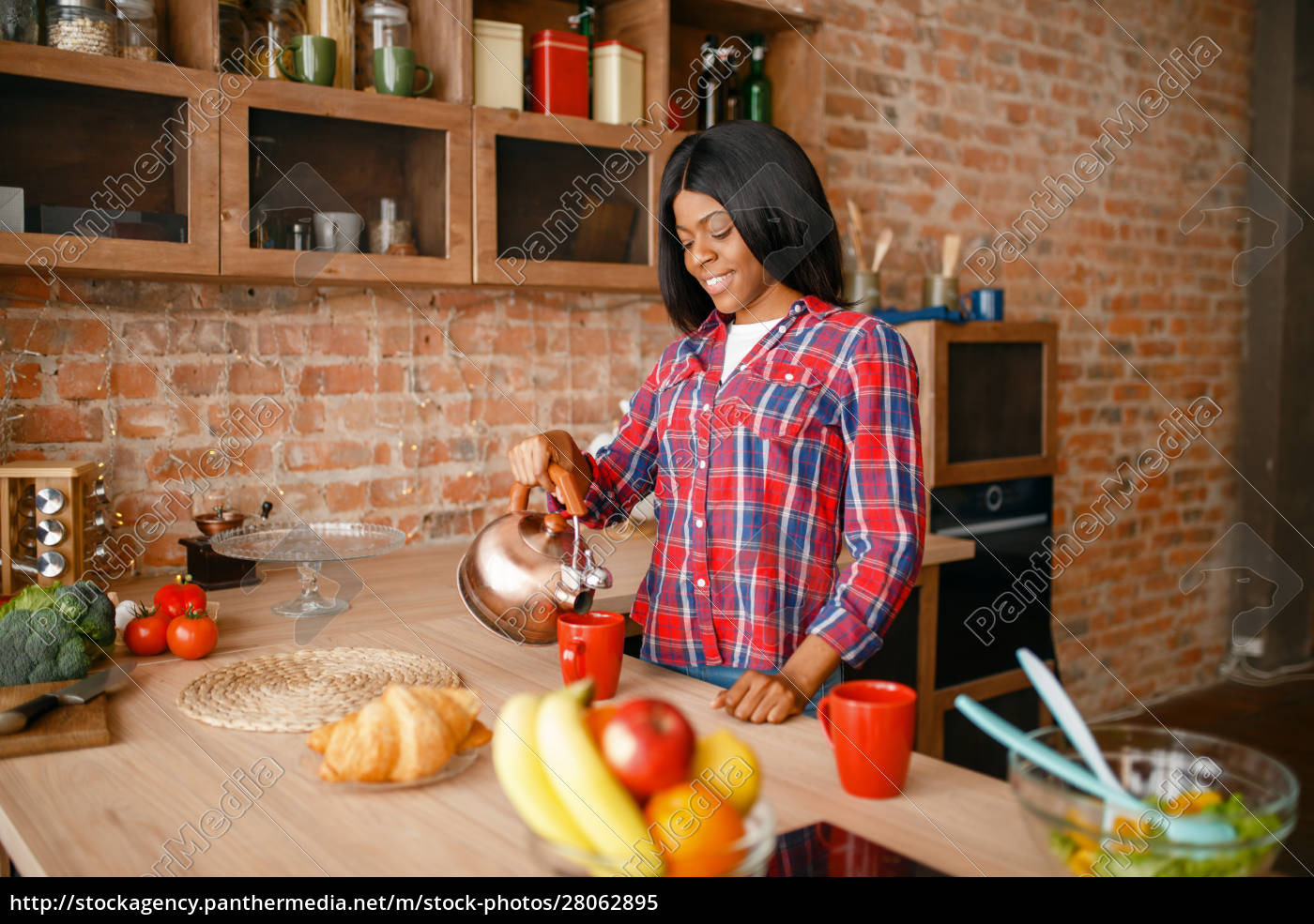 black, woman, prepares, coffee, on, the - 28062895
