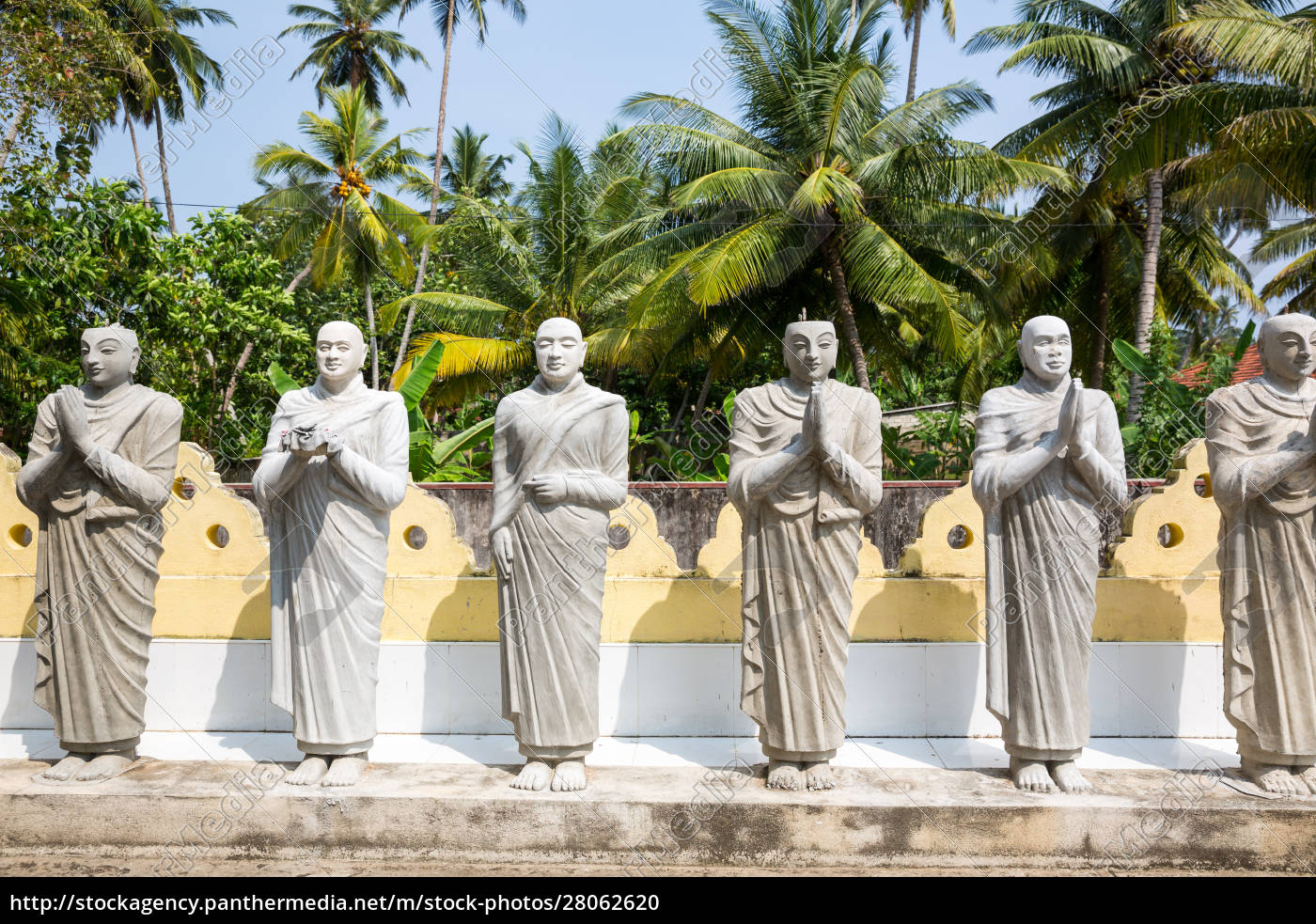 buddha, statues, in, a, temple, on - 28062620