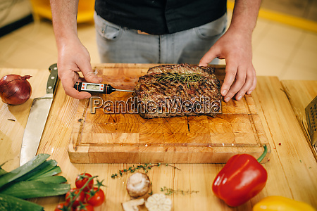 chef, at, the, pan, with, roasted - 28062607