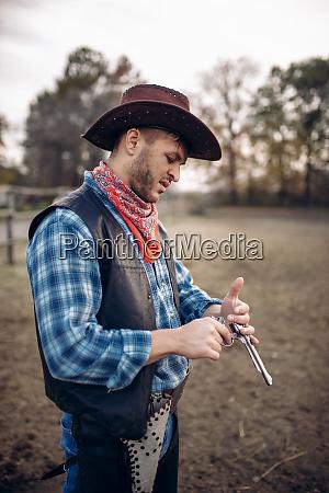 cowboy, checks, revolver, before, gunfight, on - 28062118