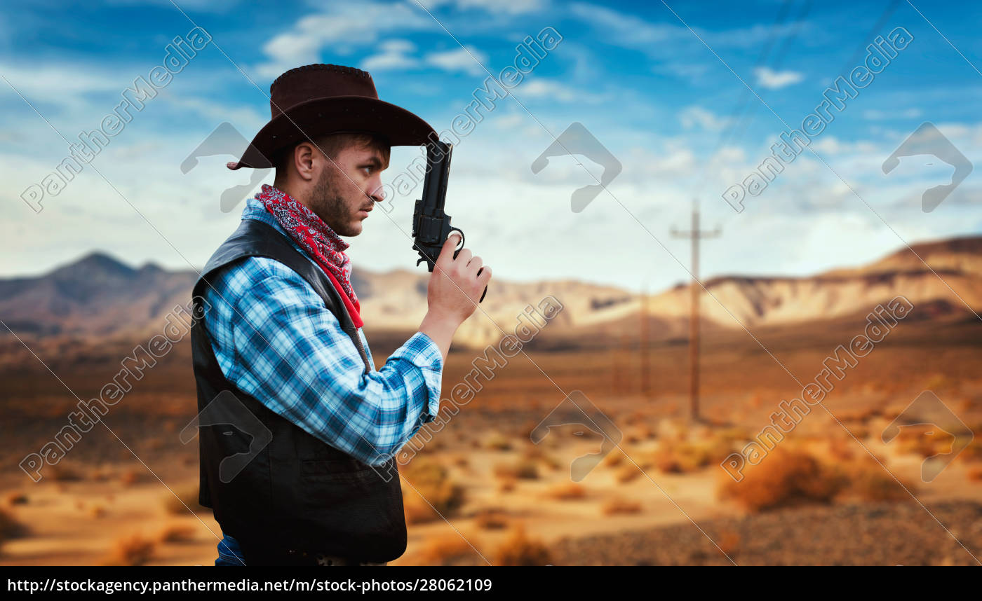 cowboy, with, revolver, , gunfight, in, gesert - 28062109