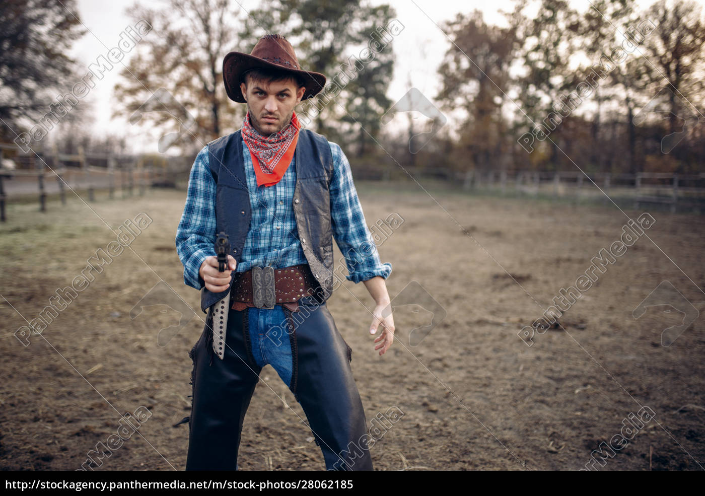 cowboy, with, revolver, makes, quick, shot, - 28062185