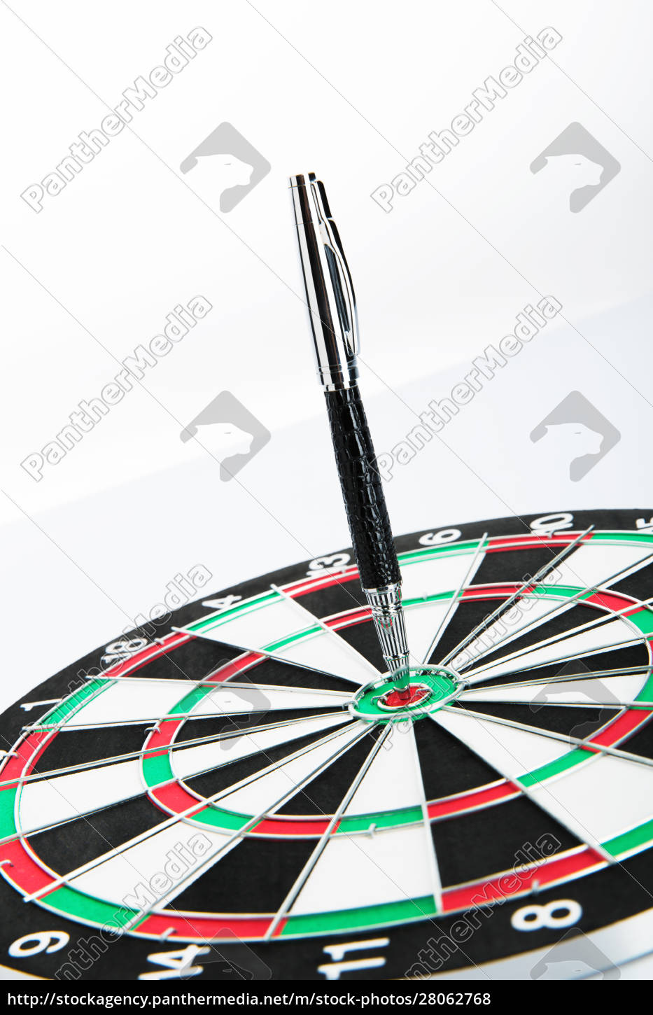 dart, board, with, pen, on, white - 28062768