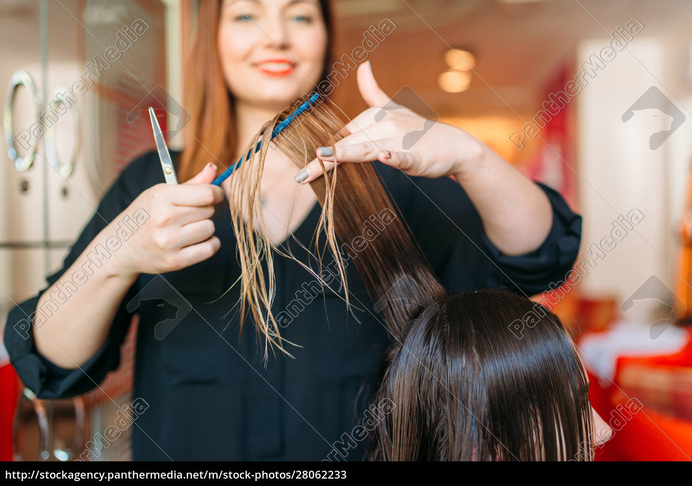 female, hairstylist, runs, the, comb, , hairdressing - 28062233