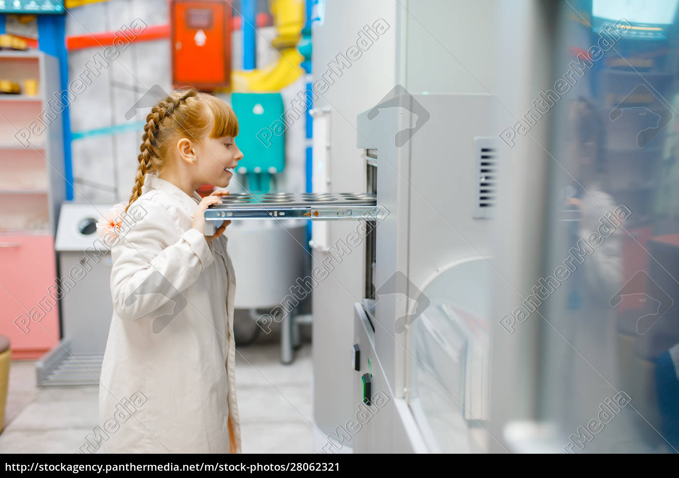little, girl, playing, doctor, in, analysis - 28062321