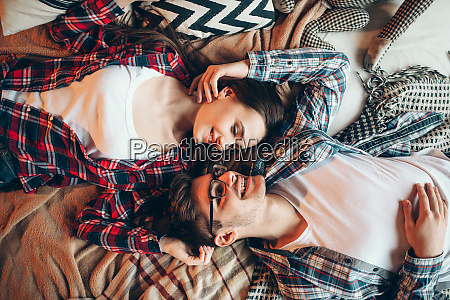 love, couple, in, clothes, embrace, on - 28062376