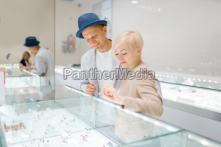 love, couple, looking, on, jewels, in - 28062373