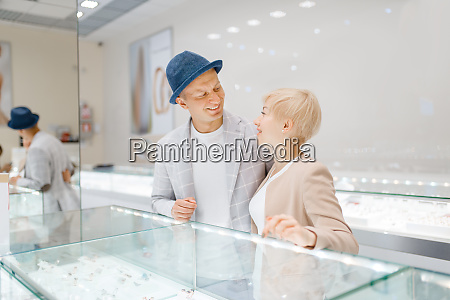 love, couple, looking, on, jewels, in - 28062387