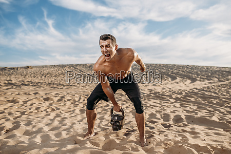 male, athlete, doing, exercise, with, weights - 28062184