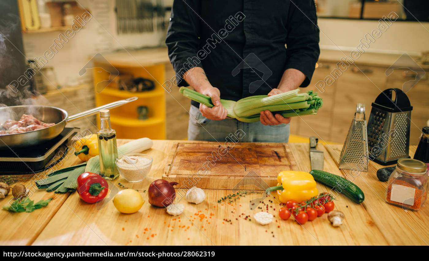 male, person, cooking, meat, with, vegetables - 28062319
