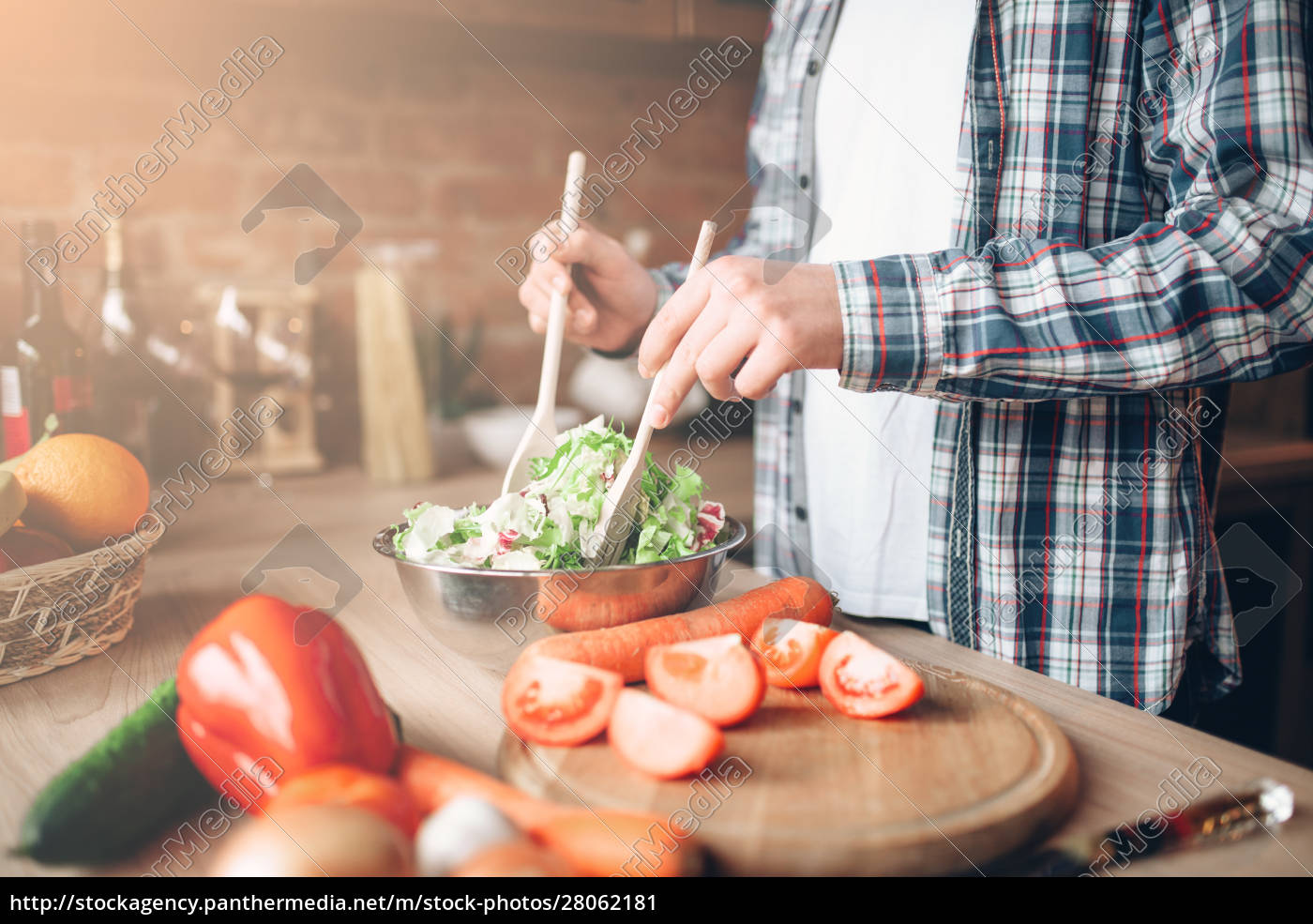 man, and, woman, hands, , vegetable, salad - 28062181