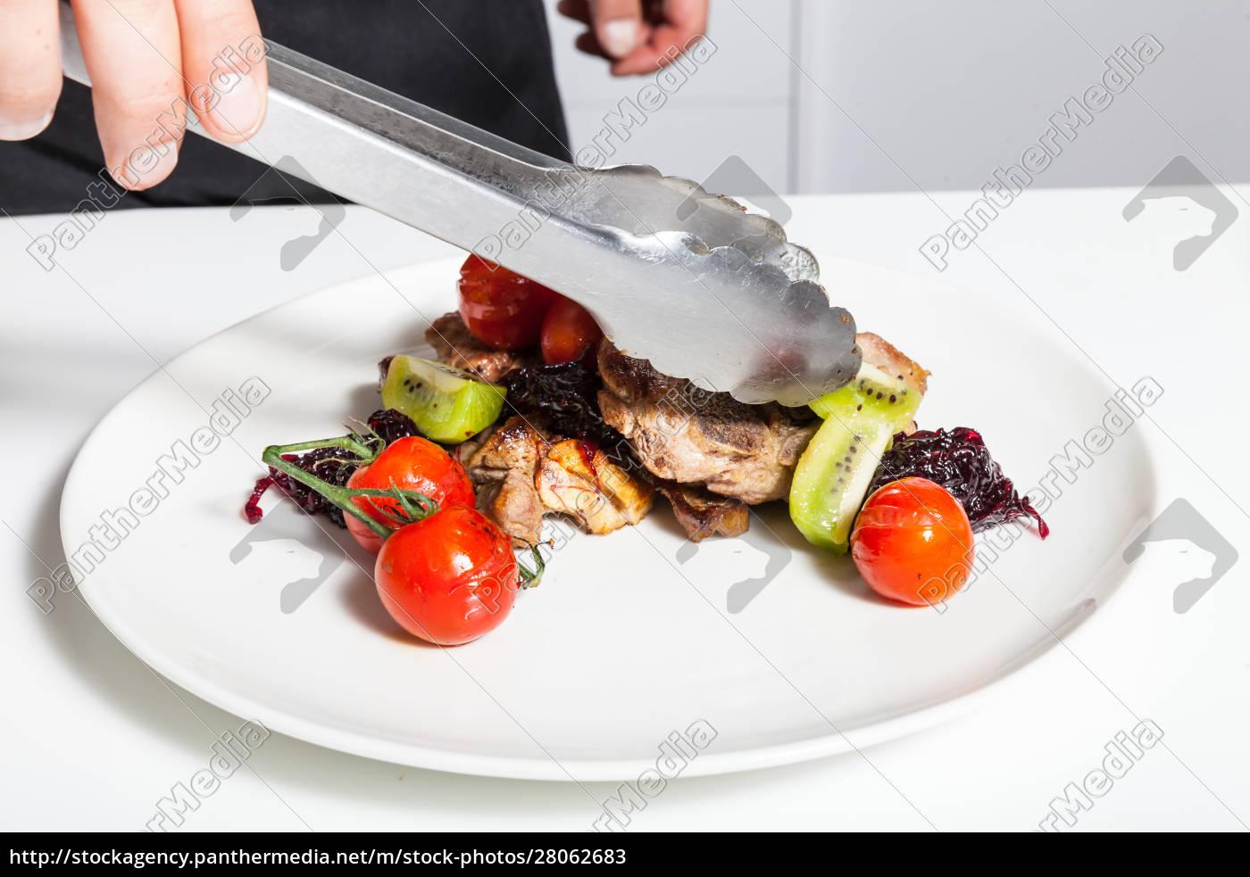 man, decorating, dish - 28062683