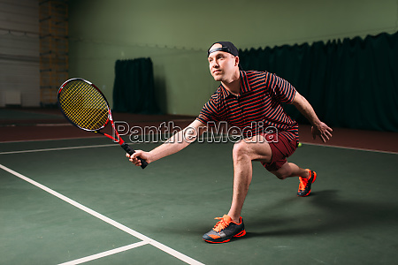 man, with, tennis, racket, playing, on - 28062937