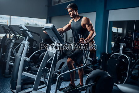 muscular, athlete, training, legs, on, exercise - 28062588
