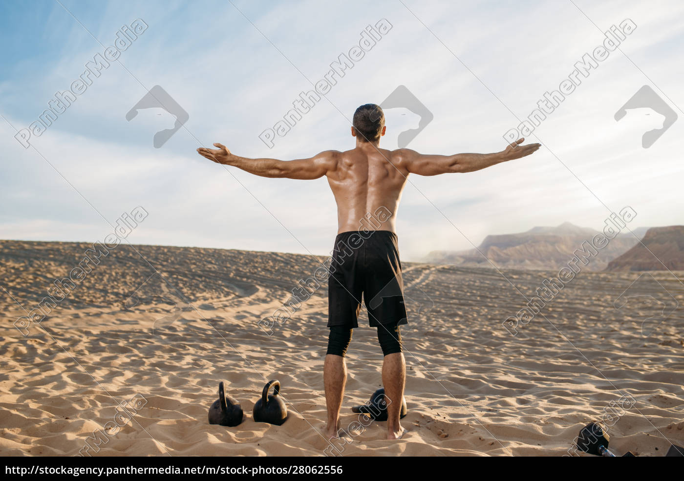 sportsman, with, weights, in, desert, , back - 28062556