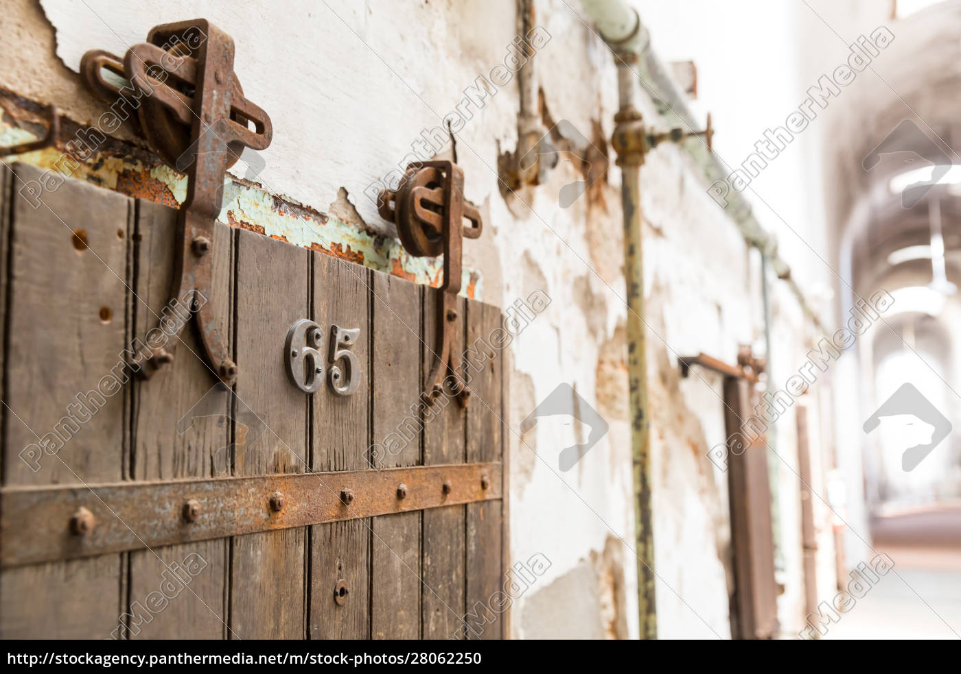 wooden, door, of, old, prison, cell - 28062250