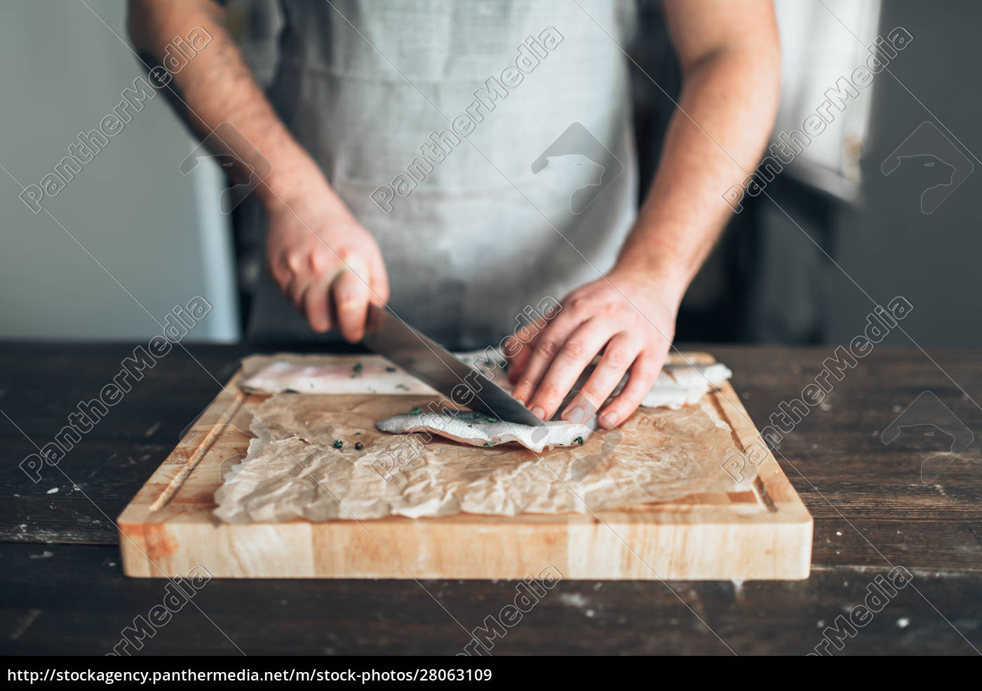 chef, cuts, raw, fish, slices, on - 28063109