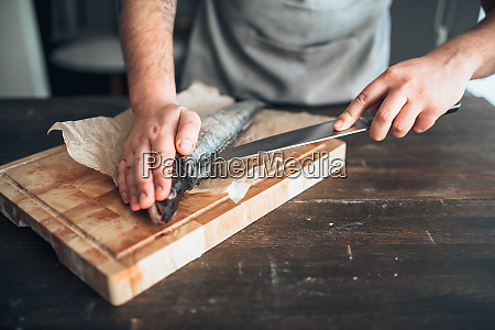 chef, hands, with, knife, cut, up - 28063014