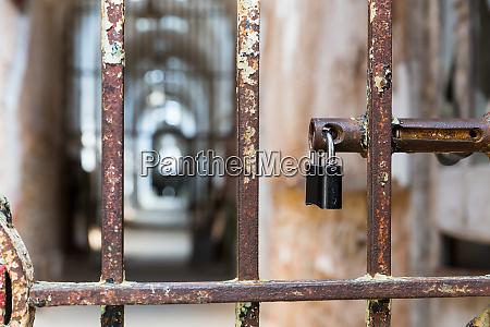 door, lock, on, rusty, metal, cell - 28063306