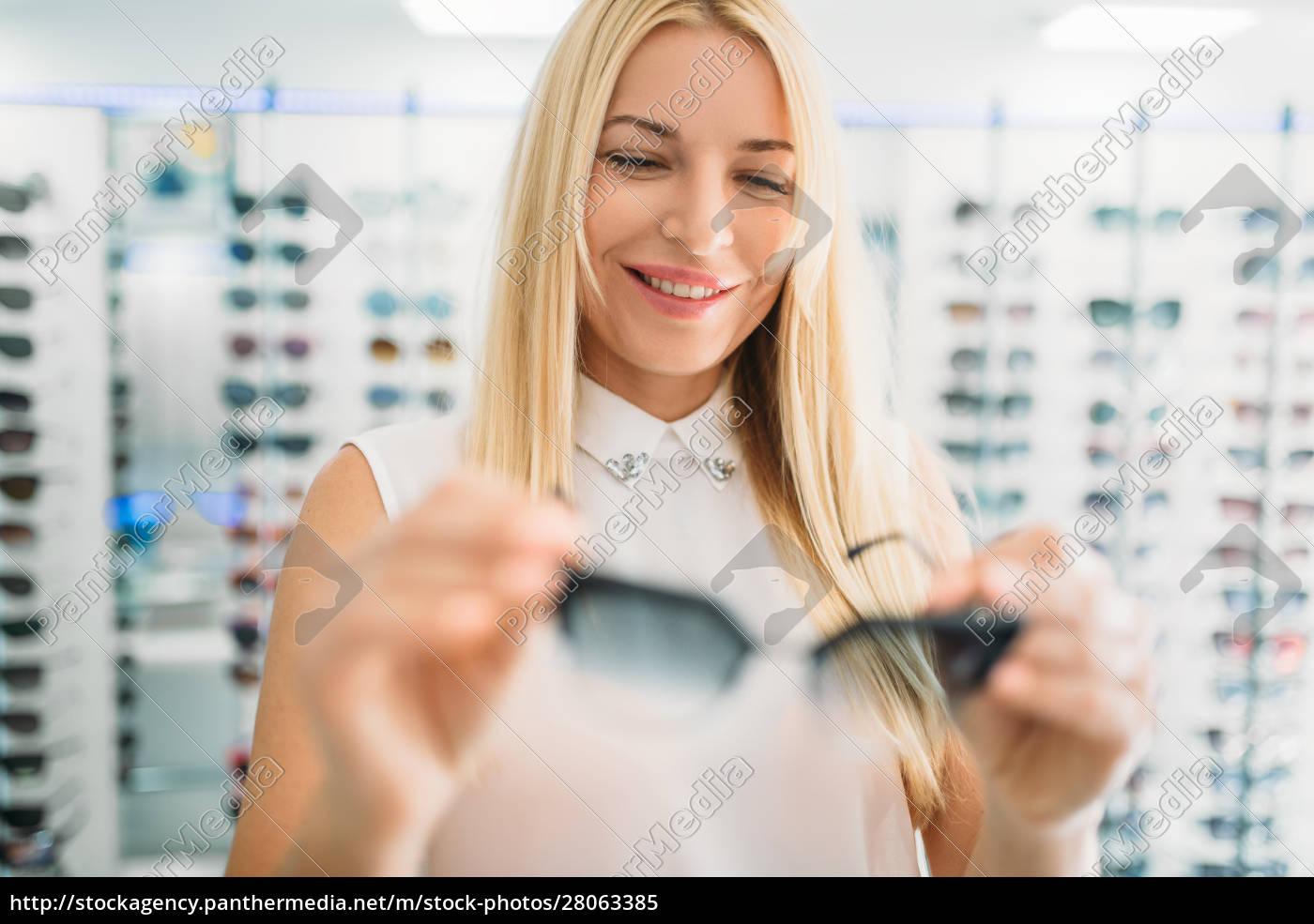 female, optician, shows, sunglasses, in, optics - 28063385