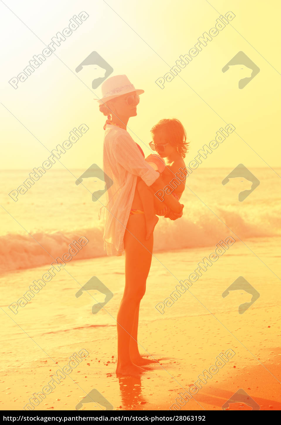 mother, and, daughter, on, the, beach - 28063192
