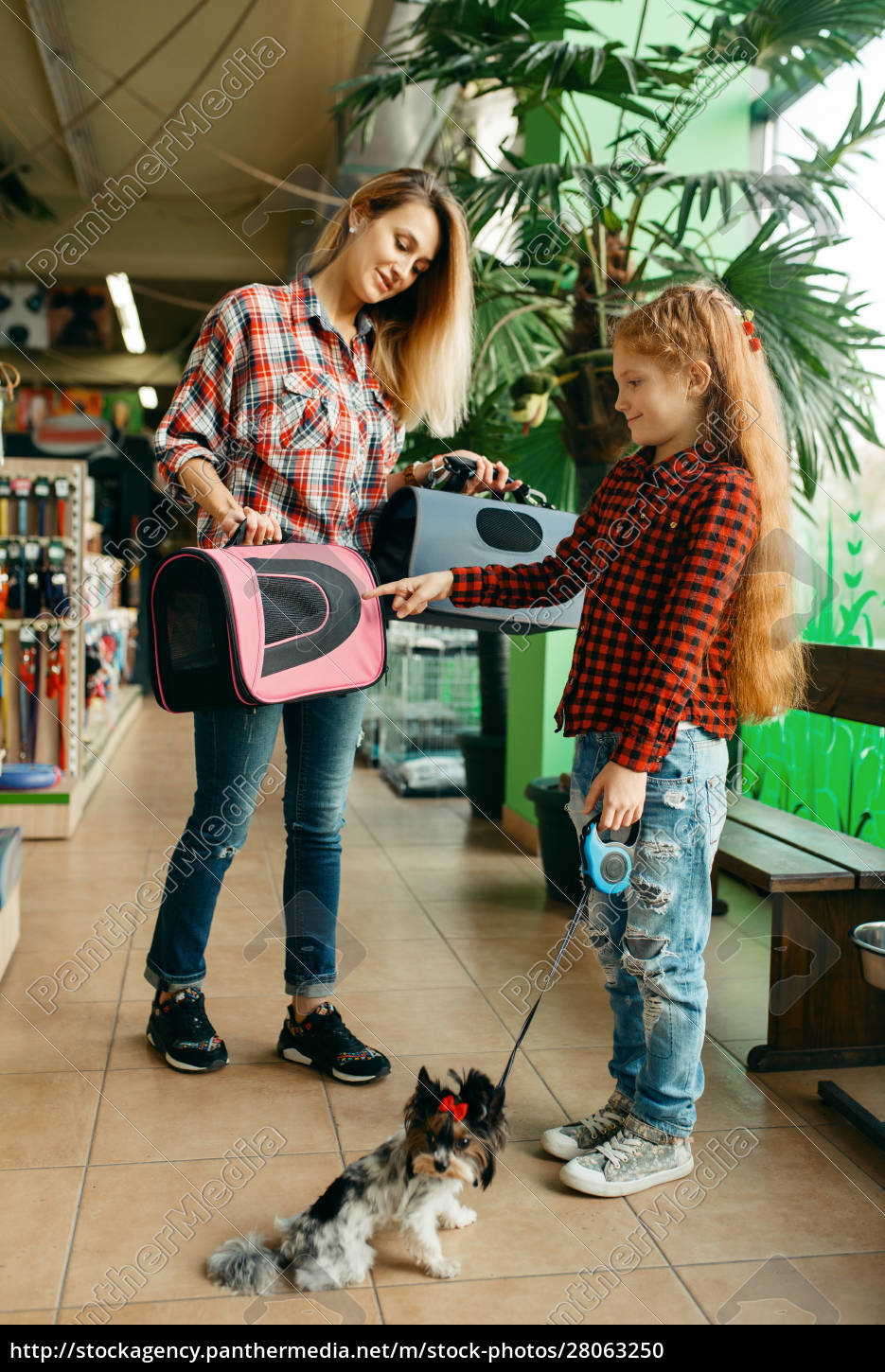 mother, with, daughter, choosing, bag, in - 28063250